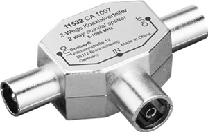 Coaxial T-Adapter: 2 Coaxial male > Coaxial female